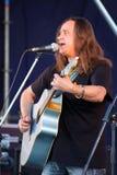 На открытой сцене фестиваля музыканты в рок-группе, Darida Стоковые Изображения