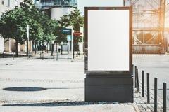 На открытом воздухе модель-макет знамени рекламы стоковые фотографии rf