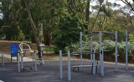На открытом воздухе парк оборудований спортзала публично стоковое изображение rf