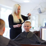 На парикмахере Стоковое Фото