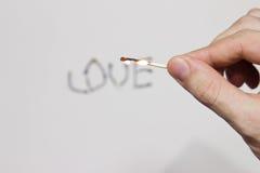 Надпись горящих спичек: влюбленность Стоковые Изображения