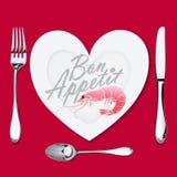 На плите с лож формы сердца креветка, нож, вилка и ложка иллюстрация штока