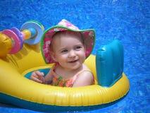 на плову младенец Стоковые Фотографии RF