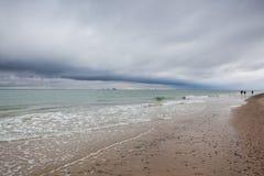 На пляже в Skagen после проливного дождя, Дания стоковое фото rf