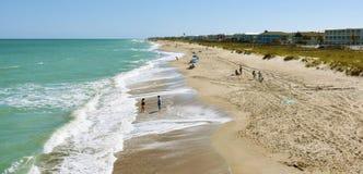 На пляже, пляж Kure, NC стоковое фото