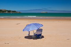 На пляже на полуострове El Puntal, Сантандер, Испания Стоковые Фотографии RF
