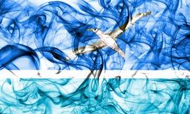 На полпути острова курят флаг, флаг территории Соединенных Штатов зависимый стоковое фото rf