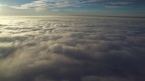над полетом облаков акции видеоматериалы