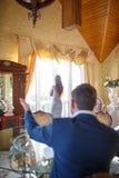 На психологе девушка готовит окно говоря ей о ее проблемах Стоковые Изображения
