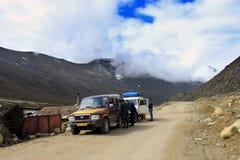 На пути к озеру Gurudongmar, северный Сикким стоковое изображение rf