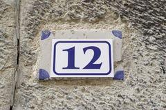 12 на плите на стене Стоковое Фото