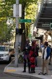 На смотрителях на ралли праздника Первого Мая Сиэтл стоковое изображение rf