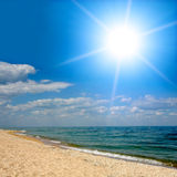 над солнечностью моря Стоковые Изображения