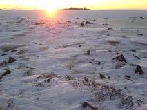 над солнцем яркой шерсти красным заход солнца покрывает зима валов Стоковое Фото