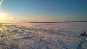 над солнцем яркой шерсти красным заход солнца покрывает зима валов Стоковые Фотографии RF