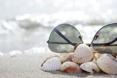 На среднеземноморском пляже Стоковые Фото