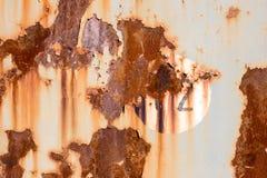 12 на старой покрашенной и заржаветой панели металла Стоковая Фотография