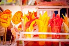 Надувательство типичного мексиканского плодоовощ на Xochimilco, Мексике стоковые фотографии rf