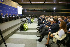 На форуме Санкт-Петербурга международном экономическом посетители, гости и участники форума Стоковая Фотография RF