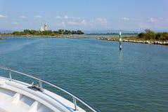 На шлюпке к острову Barbana стоковое изображение rf