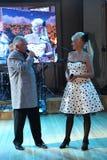 На этапе, композитор-песенник, певица, маэстро Александр Morozov его женой, Марина Parusnikova Стоковая Фотография
