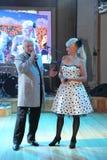 На этапе, композитор-песенник, певица, маэстро Александр Morozov его женой, Марина Parusnikova Стоковые Изображения