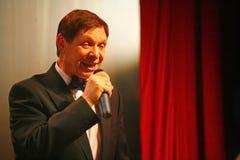 На этапе, фаворит толпы, сверкнать певица, певица Эдвард Hil (г-н Trololo) Стоковое фото RF