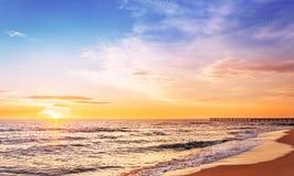 над ярким восходом солнца моря красок Стоковые Изображения RF