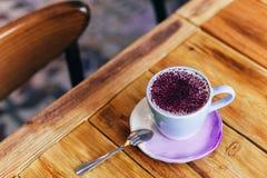 На latte на таблице Плоский, взгляд сверху Стоковые Изображения