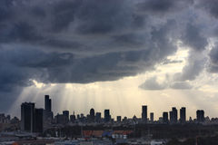 Небеса с облаками и светом солнца Стоковая Фотография RF