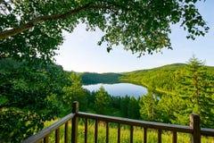 Небесное озеро на горе горба верблюда в утре Стоковая Фотография