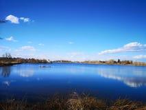 Небесно-голубое небесное озеро стоковое фото