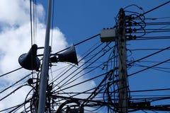 Небесно-голубая линия электропередач облаков Стоковые Изображения RF