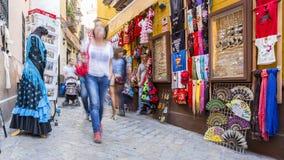 Небольшая занятая коммерчески улица в Севилья сток-видео
