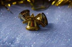 Небольшие колоколы на голубой, гениальной предпосылке стоковая фотография rf