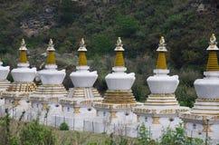 Небольшие chortens или мемориалы Размещенный где-то около Lobesa Район Punakha стоковое изображение rf
