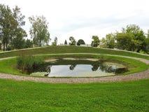 Небольшое озеро в парке, Литве стоковые изображения