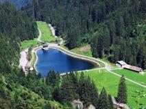 Небольшое озеро резервуара вдоль потока Murgbach стоковые фото