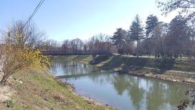 Небольшое река через город стоковое фото