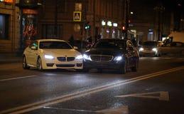 Небольшое столкновение автомобилей на дороге стоковые фотографии rf