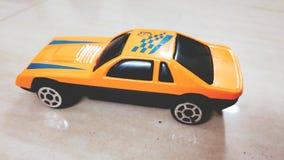 Небольшой автомобиль, в приятном климате, goodstart, счастливый день стоковая фотография rf