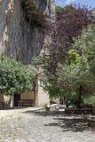 Небольшой коттедж в горах стоковое изображение