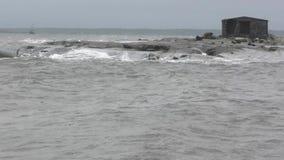 Небольшой остров во время шторма видеоматериал