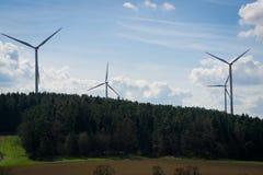 Небольшой парк ветра в сельской местности стоковые изображения rf