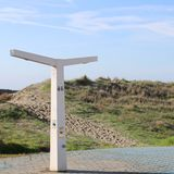 Небольшой холм позади который прячет пляж стоковые фотографии rf