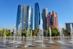 Небоскребы Абу-Даби, ОАЭ стоковые изображения rf