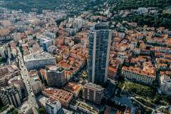Небоскребы в фото лета трутня riviera города Монако Монте-Карло стоковые фотографии rf