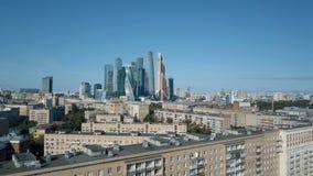 Небоскребы города Москвы, вид с воздуха Деловый центр офиса города Москвы Башни города Москвы сток-видео