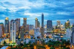 Небоскребы города Бангкока и горизонт Бангкока на ноче в Бангкоке стоковая фотография rf