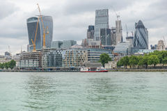 Небоскребы города Лондона над Темзой Стоковые Изображения RF